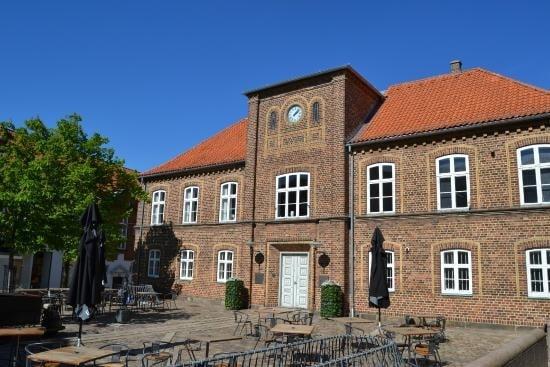 Fire gange om året præsenterer Vestjyllands Fortællere Rådhusfortællinger i Det gamle Rådhus i Holstebro